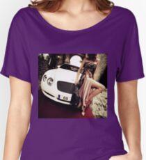 Sinnliche junge Dame 69 60 Bentley Sportwagen Marbella Loose Fit T-Shirt