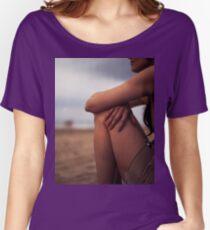 Junge Frau auf analogem Porträtfoto Hasselblad Mittelformat 6x6 des Strandes Loose Fit T-Shirt