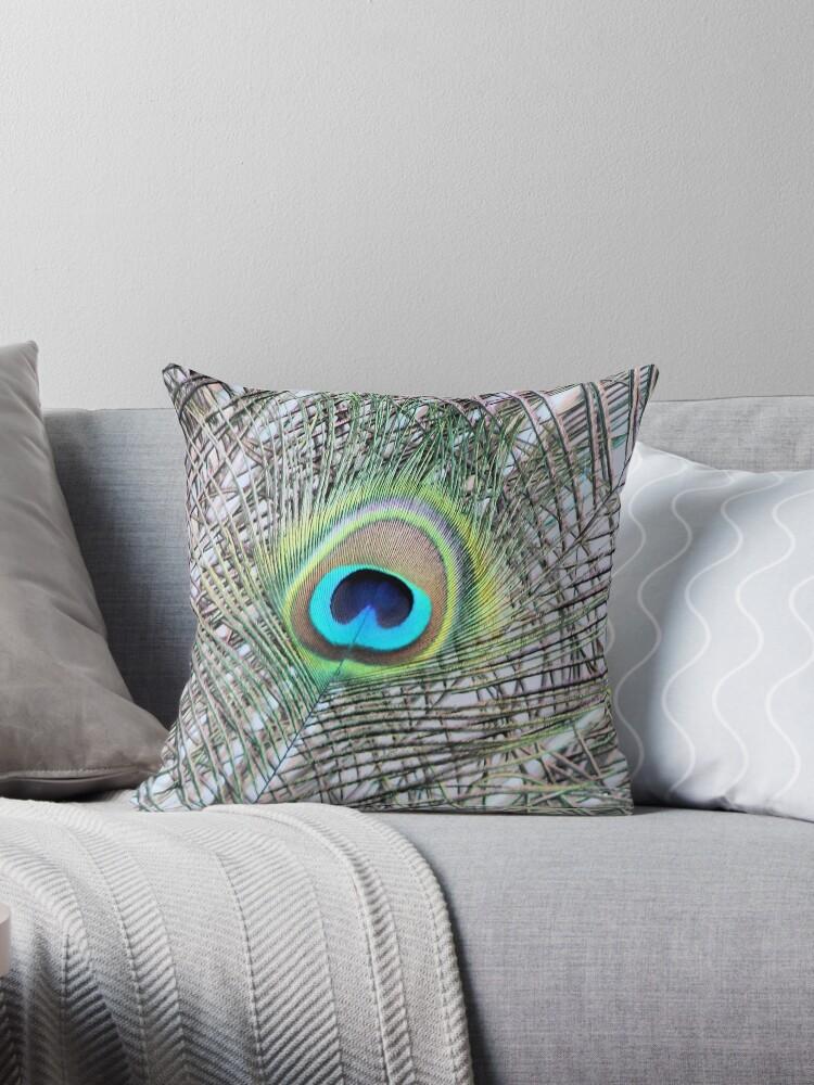 Peacock eye by chihuahuashower