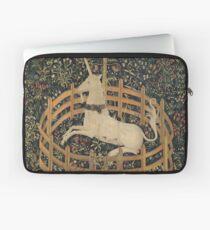 Eingezäunt in Unicorn Painting (1505) Laptoptasche