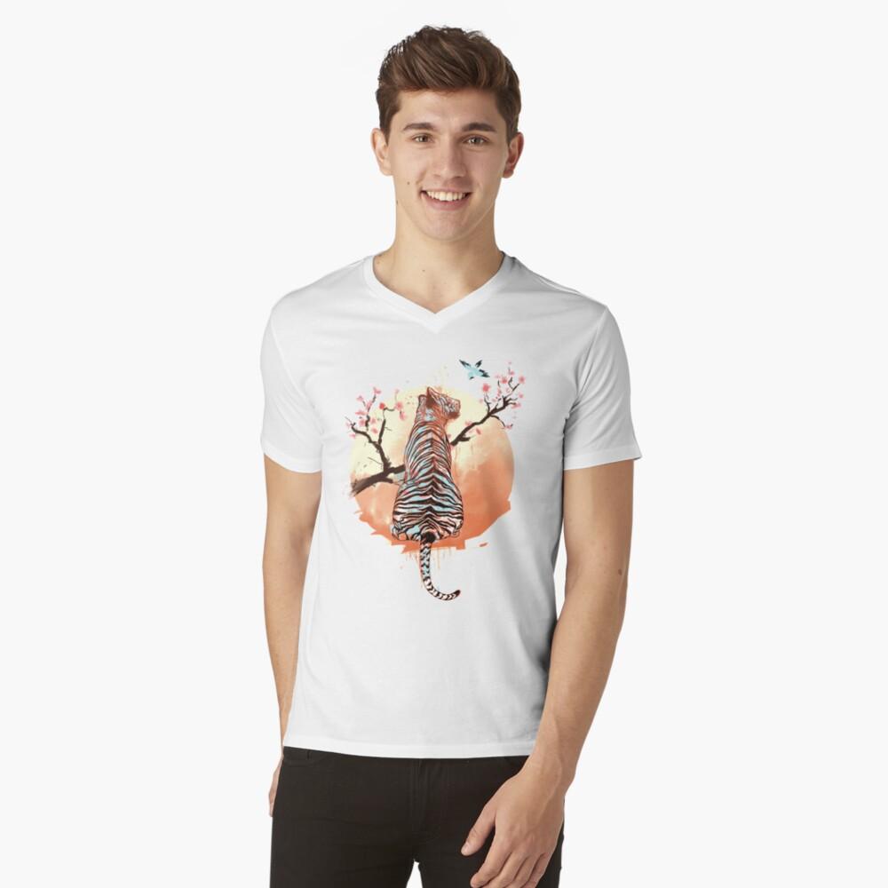 Tigre en el árbol de sakura Camiseta de cuello en V