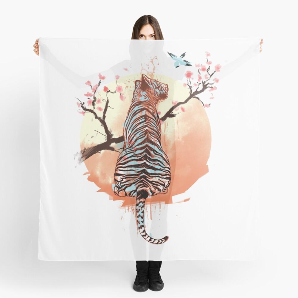 Tigre en el árbol de sakura Pañuelo