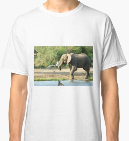 LAST SHOWER -  THE AFRICAN ELEPHANT – Loxodonta africana Classic T-Shirt