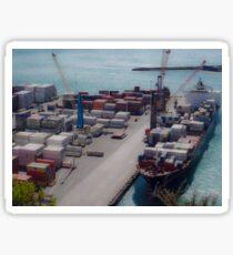 Frachtschiff im Hafen Sticker