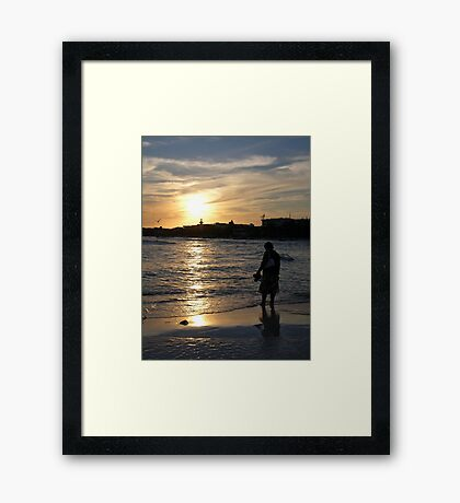 sunset paddle Framed Print
