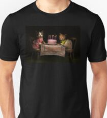 Cat - It's our birthday - 1914 Unisex T-Shirt