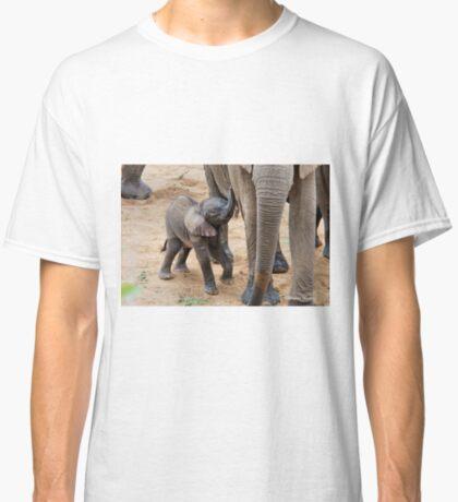 I AM HUNGRY - BABY ELEPHANT -  THE AFRICAN ELEPHANT – Loxodonta Africana Classic T-Shirt
