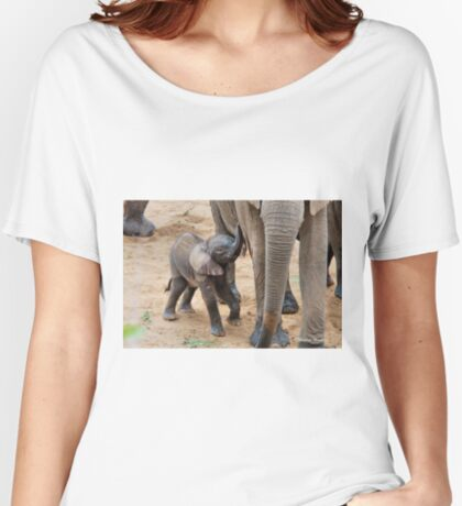 I AM HUNGRY - BABY ELEPHANT -  THE AFRICAN ELEPHANT – Loxodonta Africana Women's Relaxed Fit T-Shirt