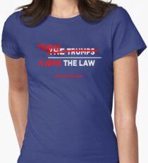 Schütze Mueller Tailliertes T-Shirt für Frauen