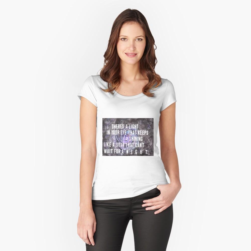 FOOL IM REGEN Tailliertes Rundhals-Shirt