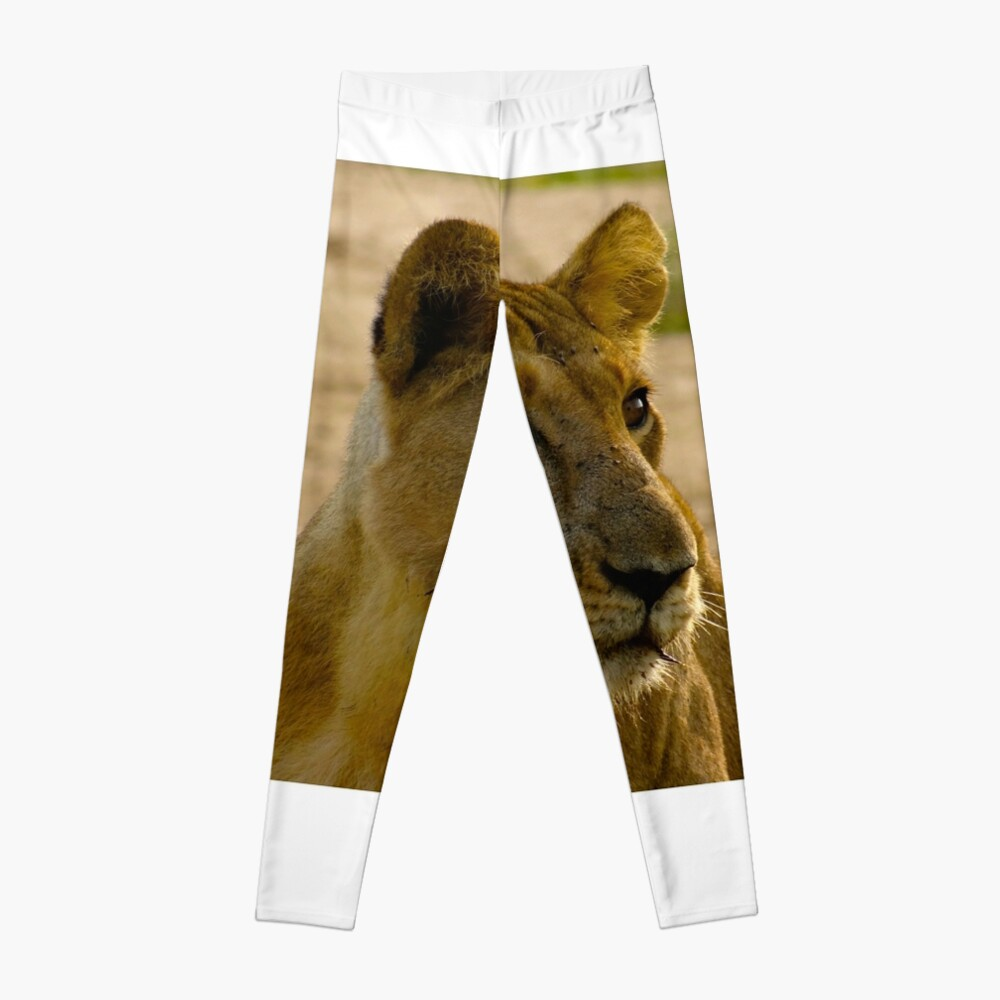 pregnant lioness relaxed Leggings
