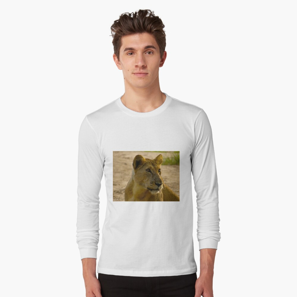 pregnant lioness relaxed Long Sleeve T-Shirt