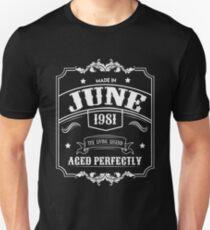 37th Birthday Gift - Born in June 1981 - Perfect BDay Present Unisex T-Shirt