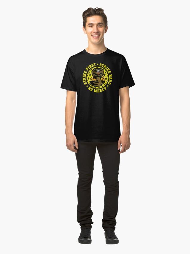 Alternative Ansicht von Cobra kai - Schlag vier HD Logo Classic T-Shirt