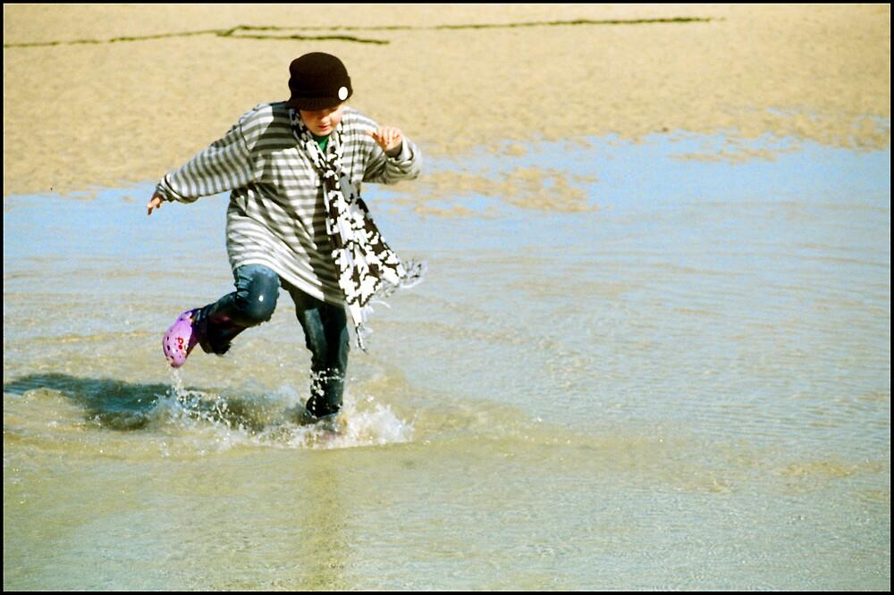 Sally Splashing by Peter Harpley