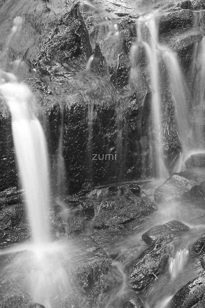 Falling streams by zumi