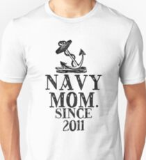 NAVY MOM. SINCE 2011 Unisex T-Shirt