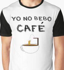 YO NO BEBO CAFÉ ME BAÑO EN ÉL Camiseta gráfica