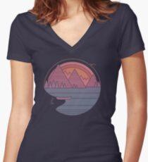 Die Berge rufen an Tailliertes T-Shirt mit V-Ausschnitt