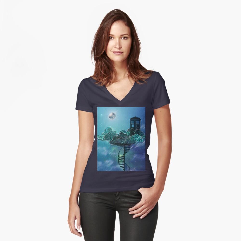 Caja azul en el cielo victoriano Camiseta entallada de cuello en V