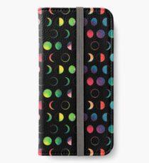 Regenbogen-Mond-Phasen - schwarzer Hintergrund iPhone Flip-Case/Hülle/Klebefolie