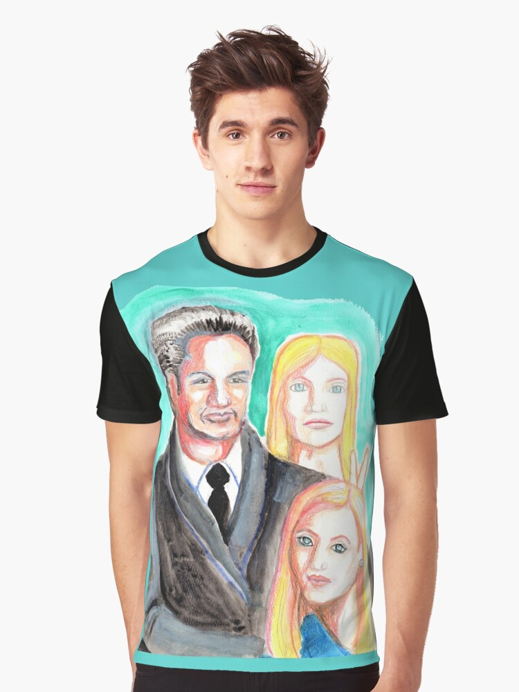 Mulder and Scully are photobombed by a Pleiadian Alien Graphic T-Shirt Front