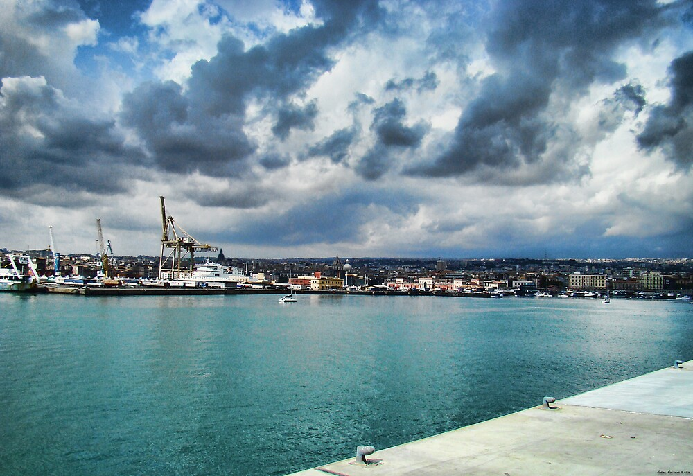 Nuvole al porto by Andrea Rapisarda
