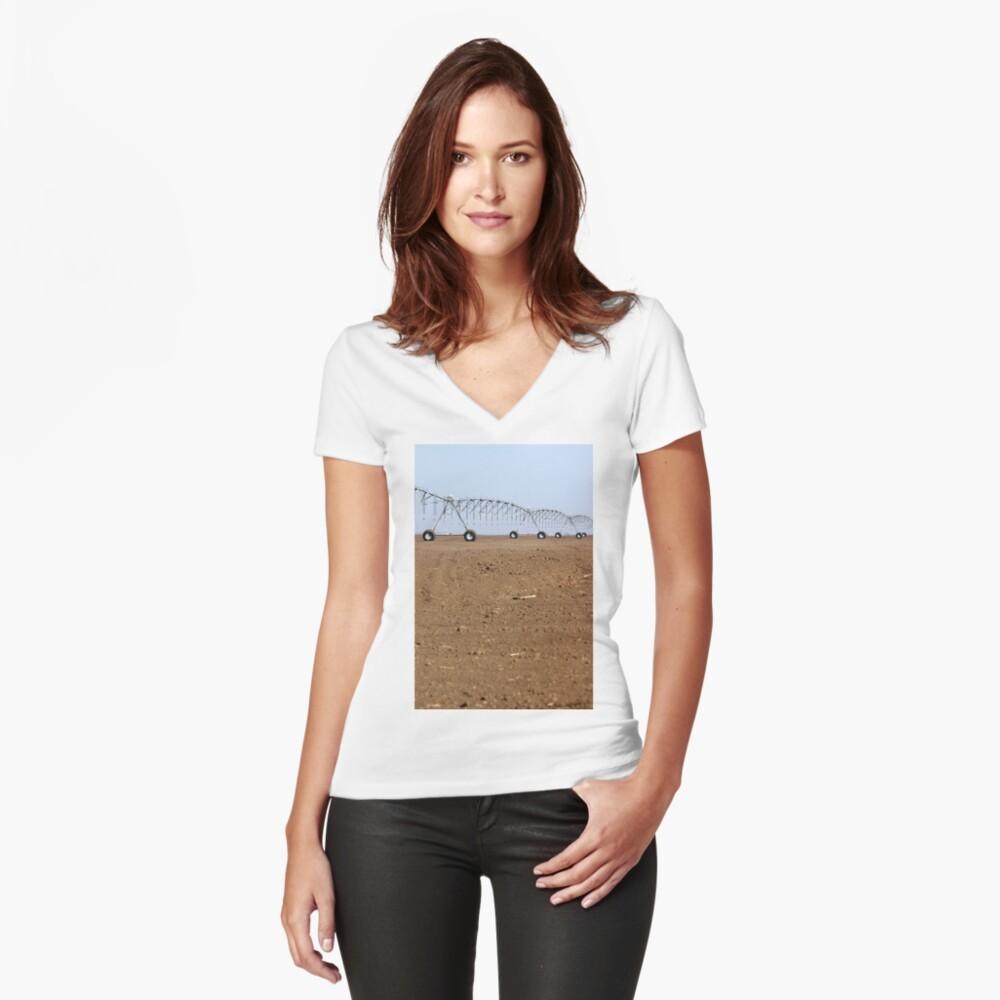 Center pivot Sprinkleranlage auf Ackerlandwirtschaft Tailliertes T-Shirt mit V-Ausschnitt