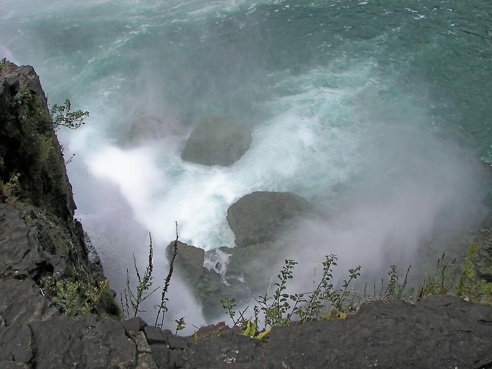 Niagara Swirl by lindyprntz4U