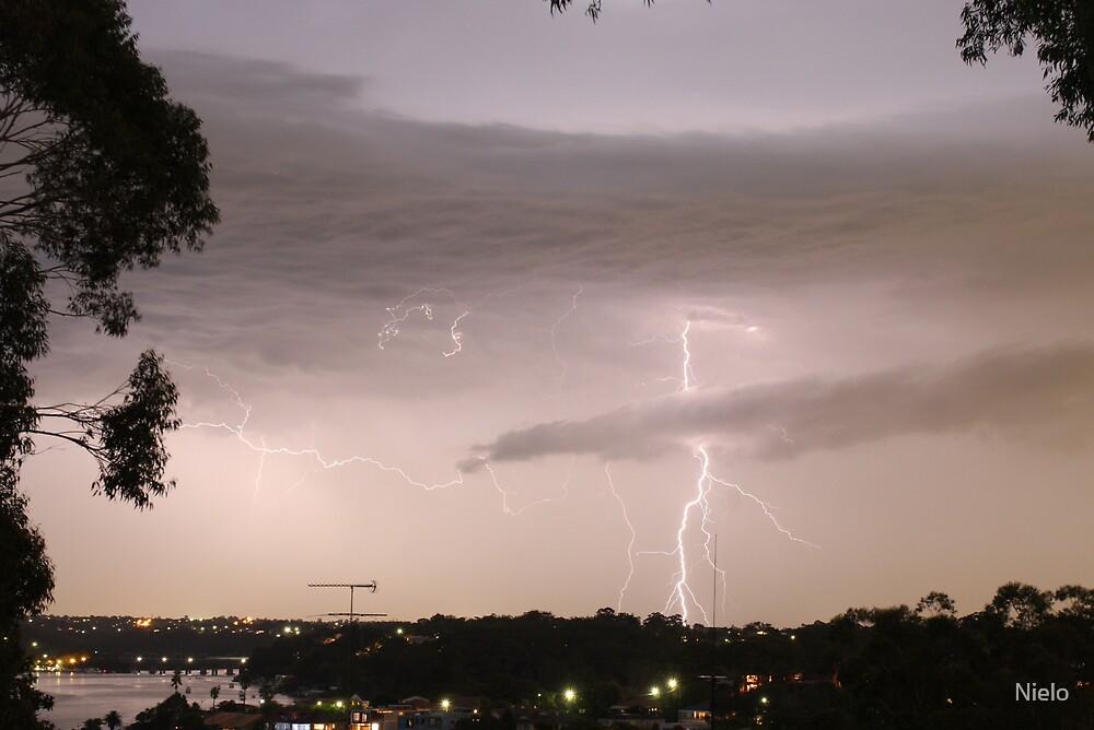 Lightning crashes by Nielo