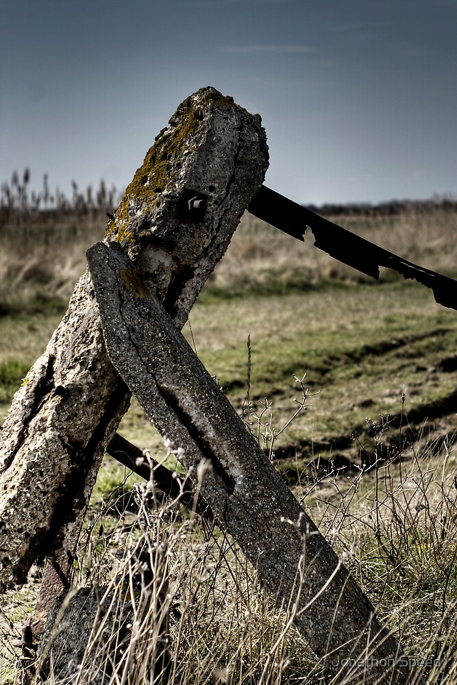 Dejected gatepost by Jonathon Speed