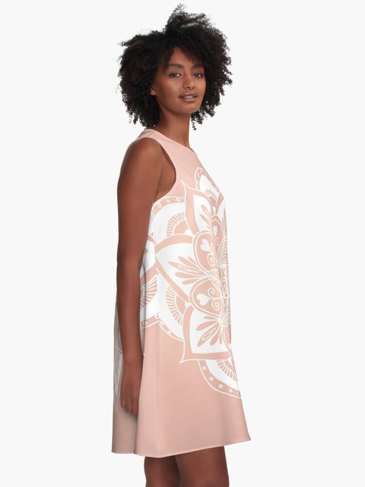 Alternative Ansicht von Blumenmandala auf Rosengold A-Linien Kleid