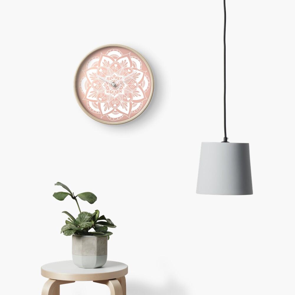 Blumenmandala auf Rosengold Uhr