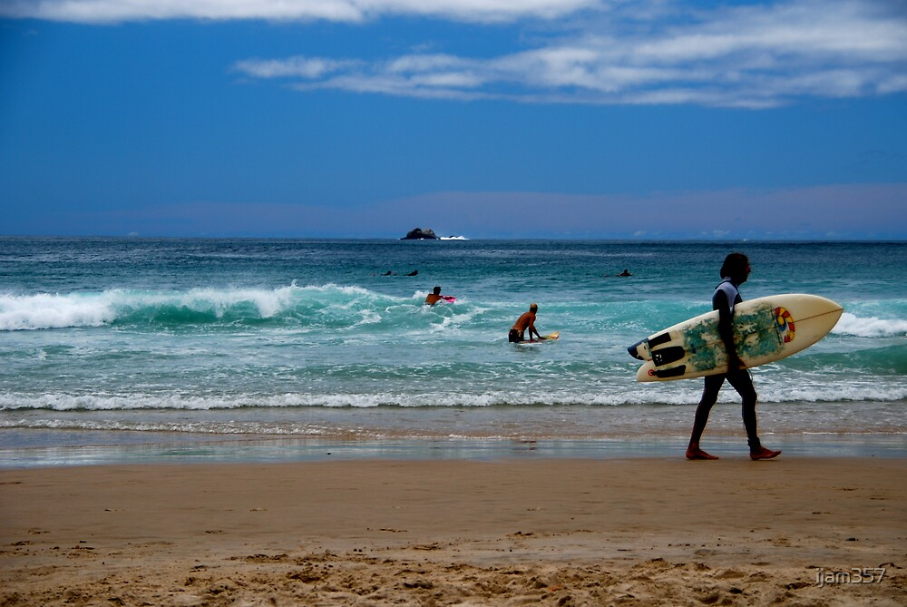 Surfer at Byron by ijam357