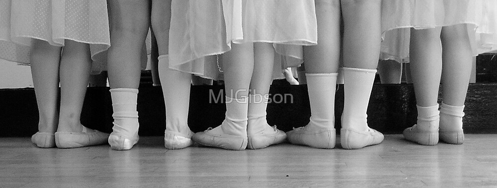 Tiny Dancers by MJGibson