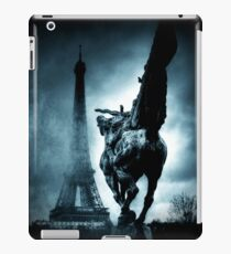 Eiffelturm Paris Nebel iPad-Hülle & Skin