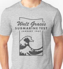 Camiseta unisex Submarino X Emoji de una ola de Walt Grace   Versión negra