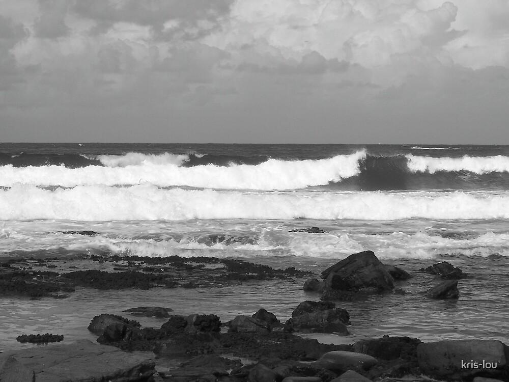 Mooloolaba Waves: b&w by kris-lou