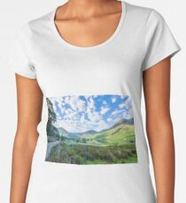 Lake District landscape in spring Women's Premium T-Shirt