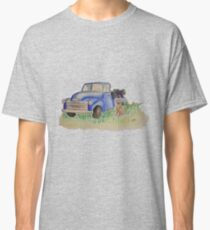 Vintage truck with weimaraner and grapes Classic T-Shirt