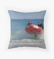 flying through the water Throw Pillow