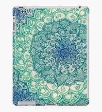Smaragd-Gekritzel iPad-Hülle & Klebefolie