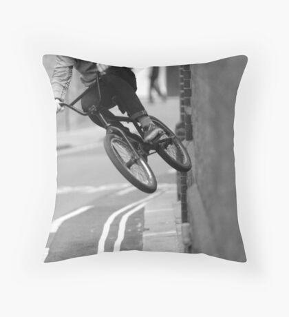Extreme walls Throw Pillow