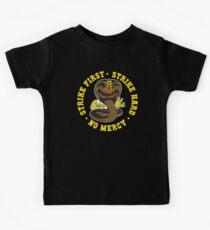 Cobra kai - Schlag erster Schlag schwer keine Gnade HD (Gold-Variante) Kinder T-Shirt