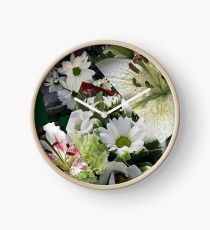 Weiße Freude - Floral Collage Uhr