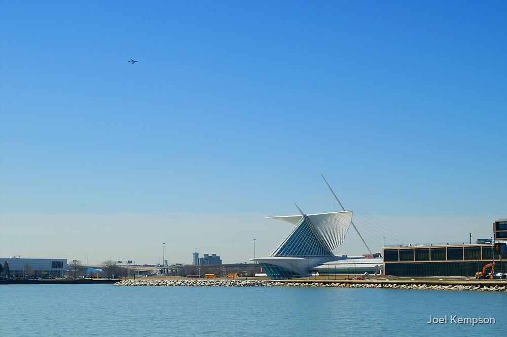 Milwaukee Lake & Art Museum. by Joel Kempson
