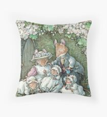 Brambly Hedge - Poppy Dusty and babies Throw Pillow