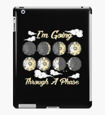 I'm Going Through A Phase - Astronomie Galaxie iPad-Hülle & Klebefolie