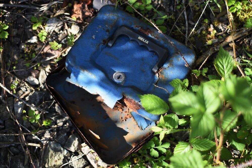Rusty Float Tin by LittleMessyJess