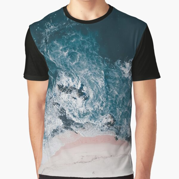 I love the sea - written on the sand Graphic T-Shirt